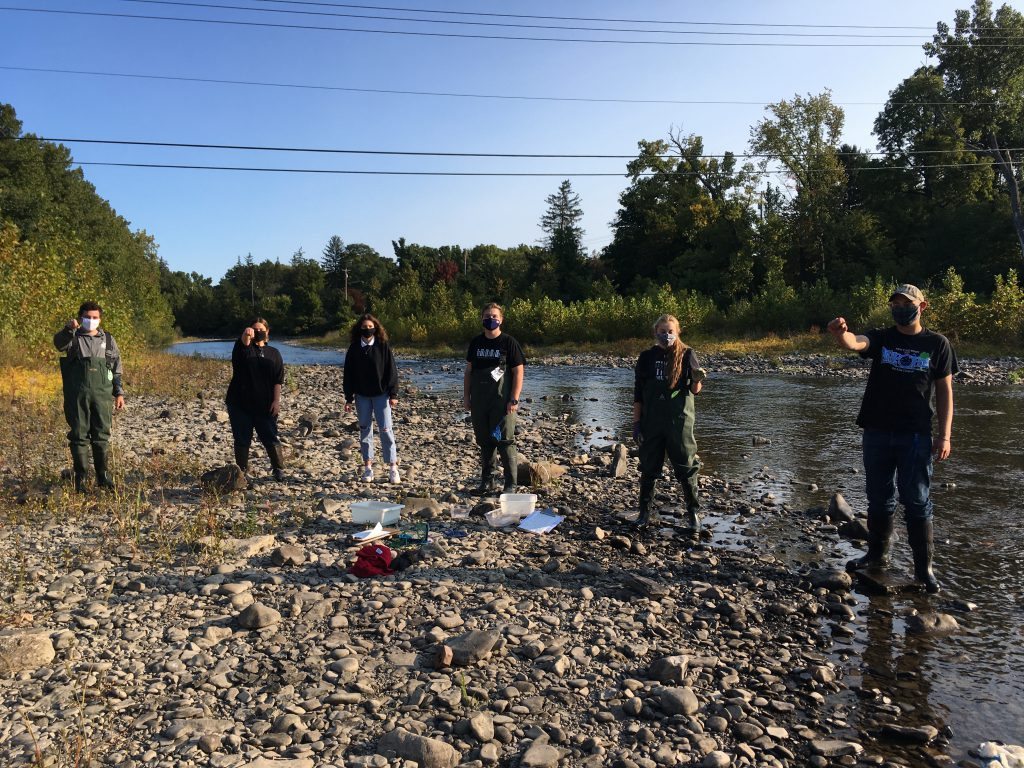 AP students on field trip at Schoharie Creek collect crayfish samples
